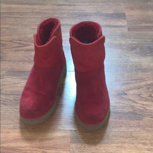 Red uggs size 5.